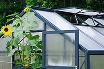 Hobby Greenhouses: A First Time Buyer's Guide