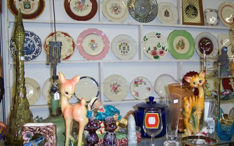 How to Get a Bargain at Flea Markets