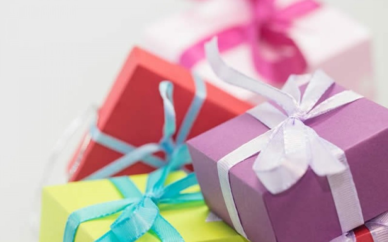 Don't Overspend On Gifts: How You Can Still Give A Good Gift Without Breaking The Bank