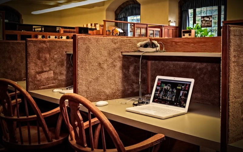 How Online Students Benefit Academically and Socially