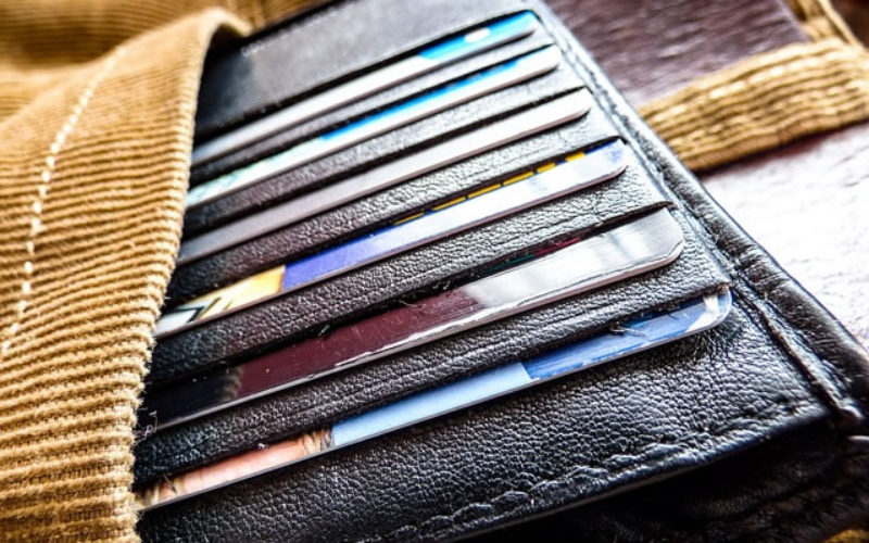 4 Different Types of Wallets to Help Organize Your Spending