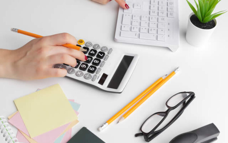 4 Benefits of Hiring a Bookkeeper For Your Small Business